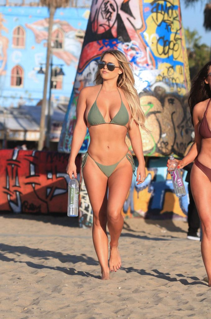 Kinsey Wolanski Bikini Pics At The Beach 678x1024 - Kinsey Wolanski Bikini Pics At The Beach