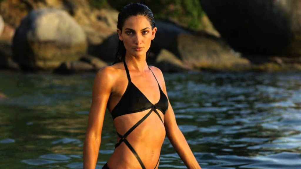 Lily Aldridge Super Hot Bikini Pictures 1024x576 - Lily Aldridge Net Worth, Pics, Wallpapers, Career and Biography