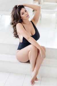Lucy Pinder Hot Black Swimsuit 200x300 - Lucy Pinder Deep Revealing Dress