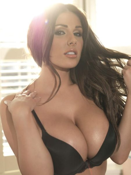 Lucy Pinder Hot Bra Images