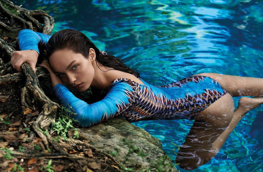 Luma Grothe Hot Swimwear Wallpaper