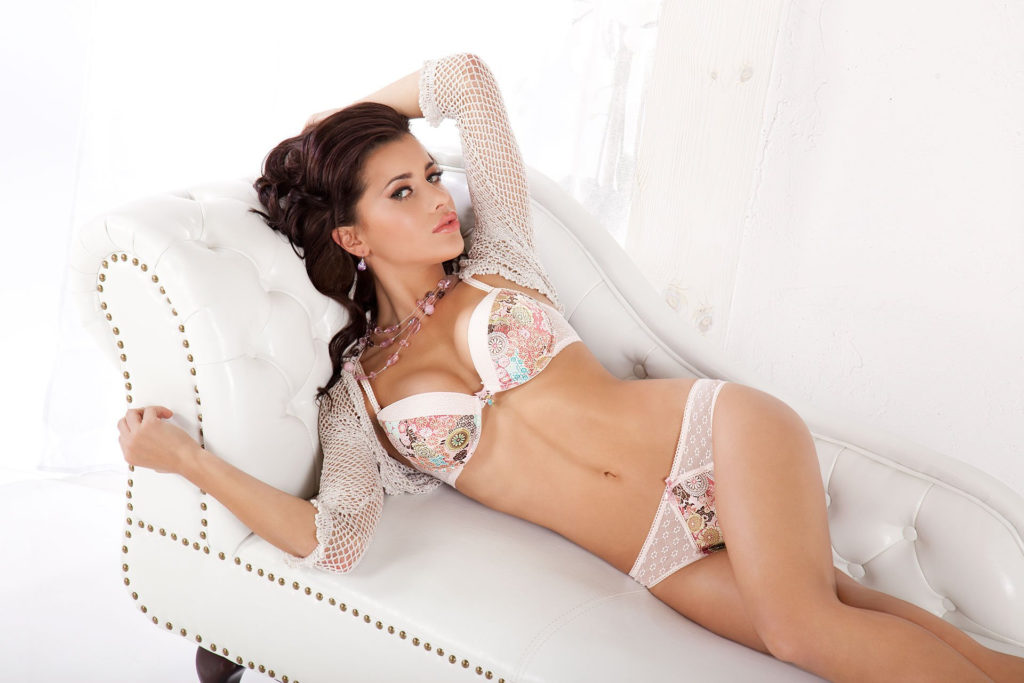 Natalia Siwiec Hot Couch Pose 1024x683 - Natalia Siwiec Hot Couch Pose