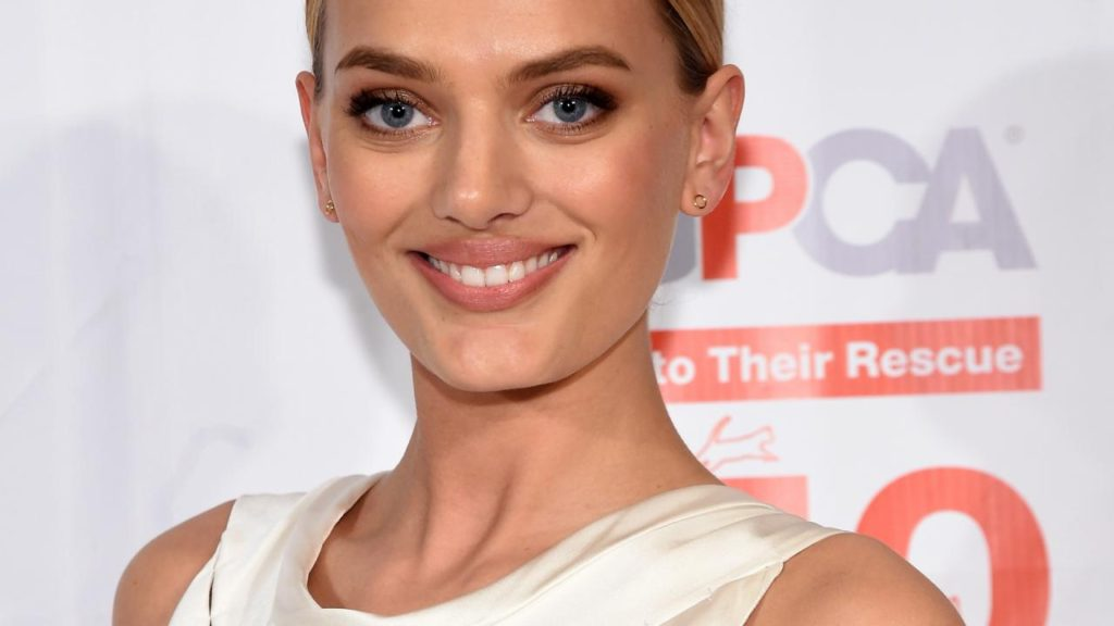 Nice Smile Bregje Heinen 1024x576 - Bregje Heinen Net Worth, Pics, Wallpapers, Career and Biography