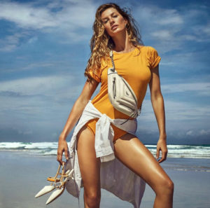 Top Modeling Gisele Bündchen By The Sea 300x297 - Gisele Bündchen Hot Gala Pose
