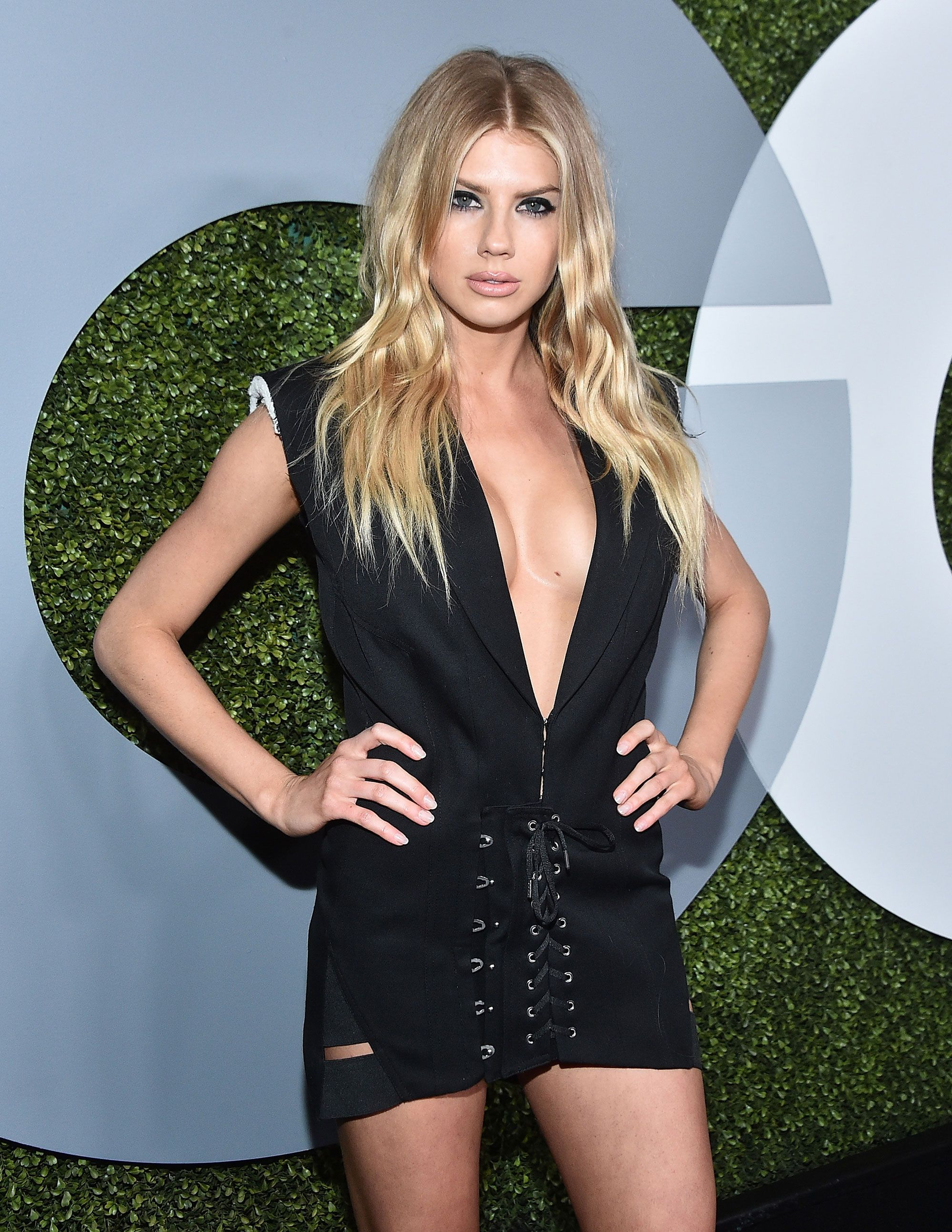 Charlotte McKinney Deep Revealing Dress - Charlotte McKinney Deep Revealing Dress