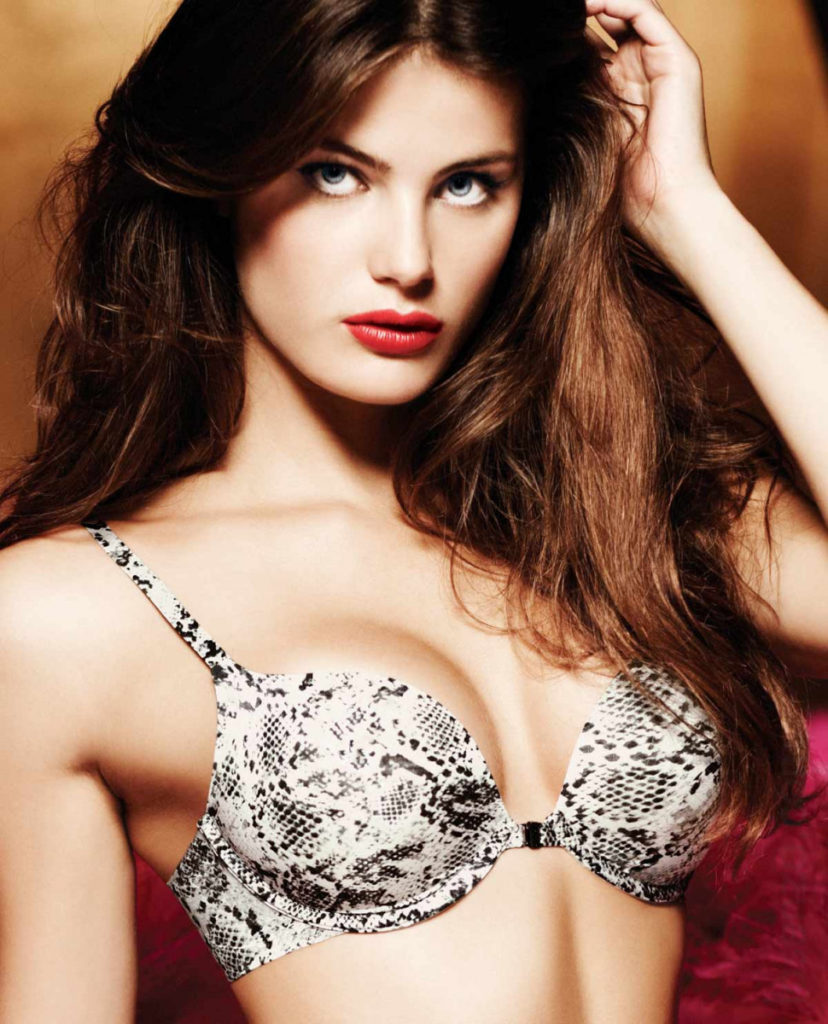 Isabeli Fontana Hot Bra Pics 828x1024 - Isabeli Fontana Net Worth, Pics, Wallpapers, Career and Biography