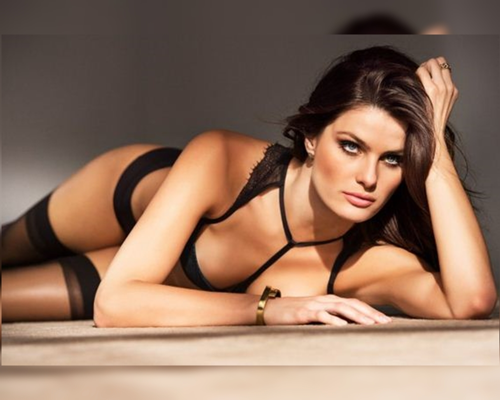 Isabeli Fontana Hot Lingerie Wallpaper - Isabeli Fontana Net Worth, Pics, Wallpapers, Career and Biography