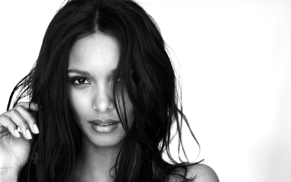 Lais Ribeiro Black Hair Wallpaper