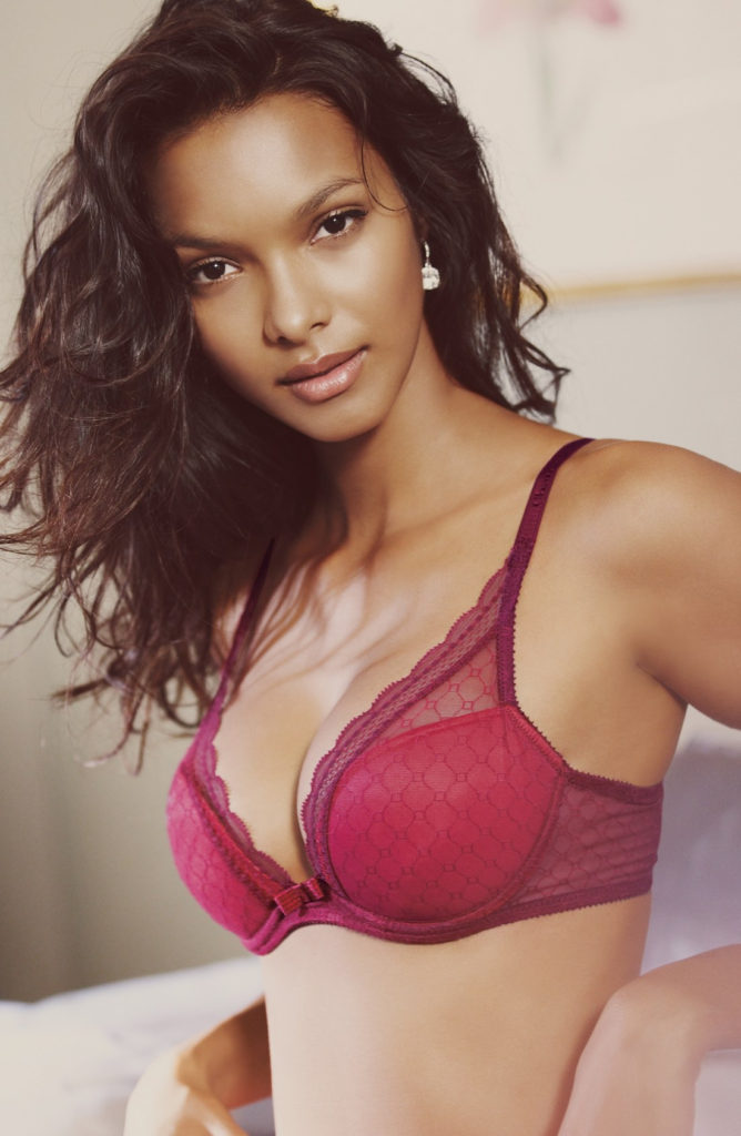 Lais Ribeiro Hot Bra 668x1024 - Lais Ribeiro Net Worth, Pics, Wallpapers, Career and Biography