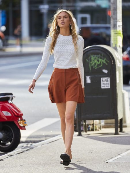 Romee Strijd Walking