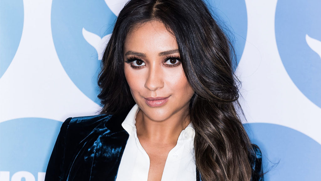 Shay Mitchell Face Image 1024x577 - 9th Annual Shorty Awards