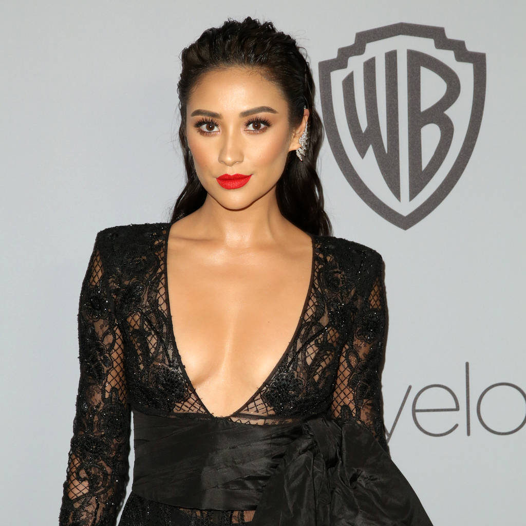 Shay Mitchell Hot Revealing Black Dress 1024x1024 - Shay Mitchell Net Worth, Pics, Wallpapers, Career and Biograph