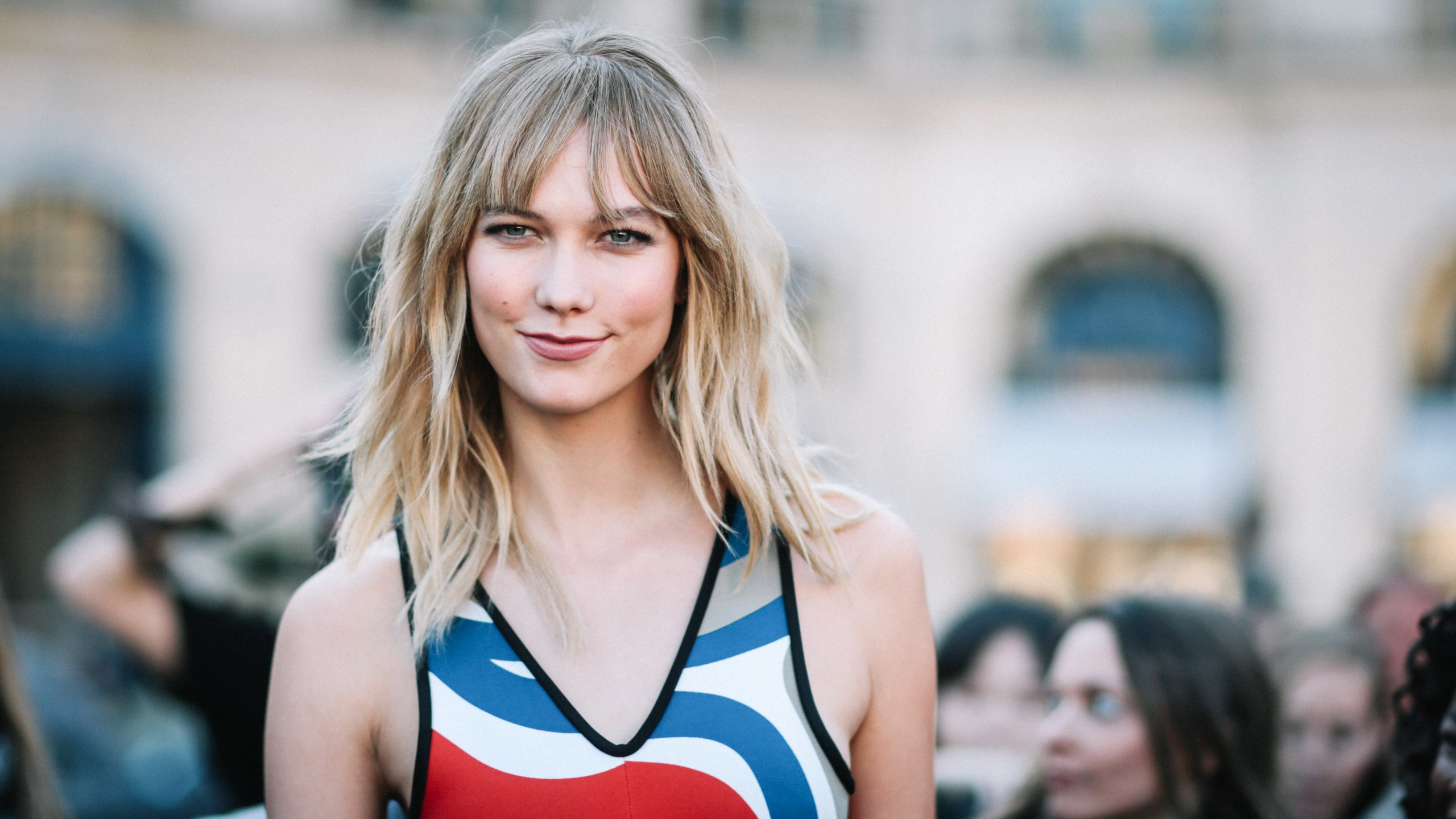 Sweet Model Karlie Kloss - Karlie Kloss Net Worth, Pics, Wallpapers, Career and Biography
