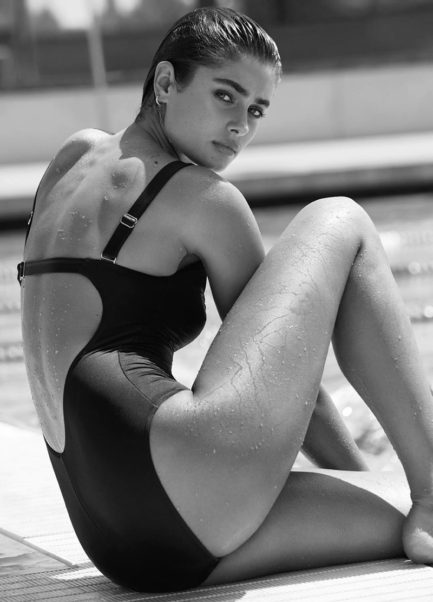 Taylor Hill Swimsuit Pics