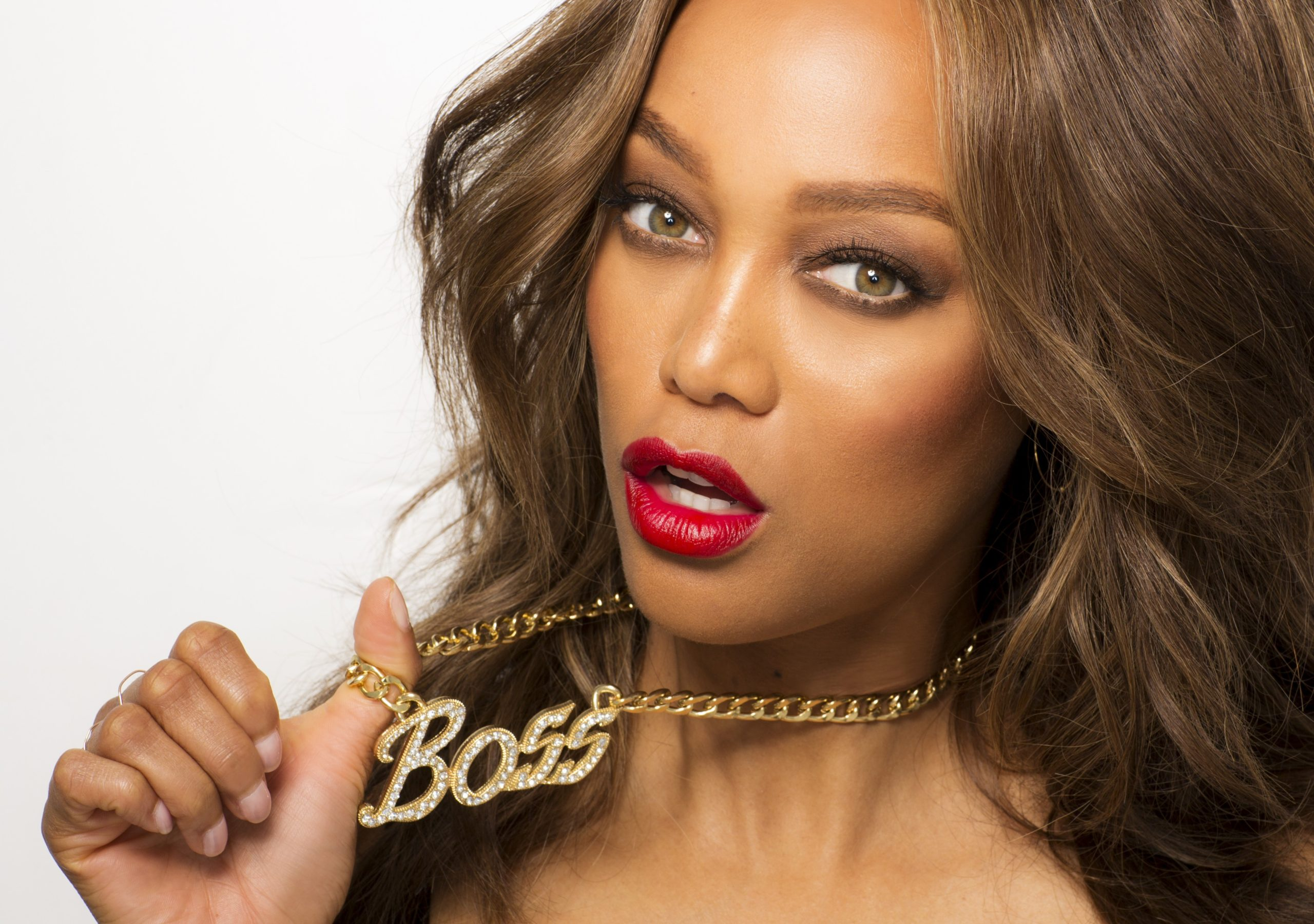 Tyra Banks Hot Red Lips scaled - Tyra Banks Hot Red Lips