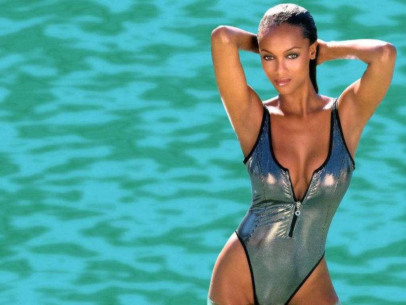Tyra Banks Hot Swimsuit Pics