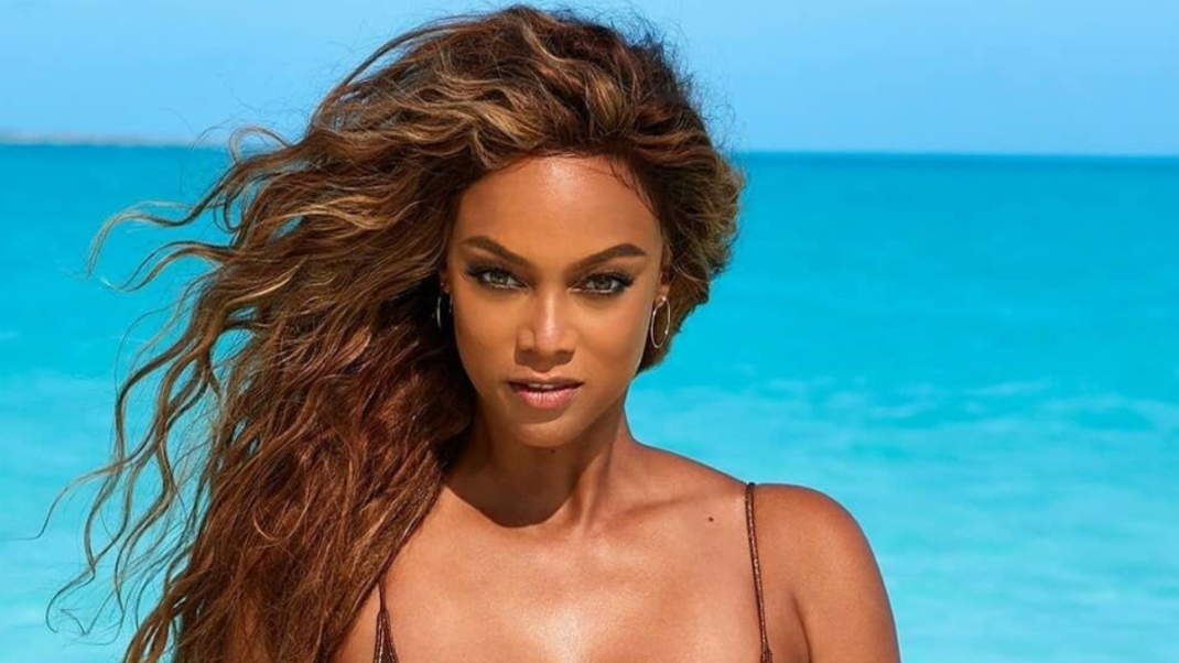 Tyra Banks Tropic Pics By The Sea