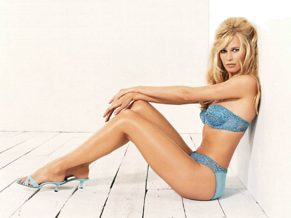 Claudia Schiffer Hot Legs - Claudia Schiffer Net Worth, Pics, Wallpapers, Career and Biography