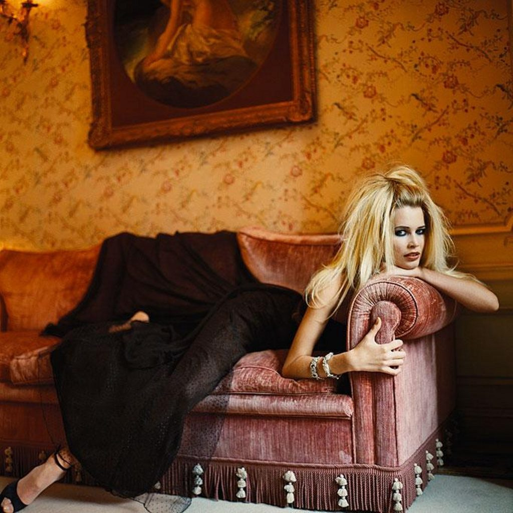Claudia Schiffer Vogue Italy 1024x1024 - Claudia Schiffer Hot Couch Pose Wallpaper