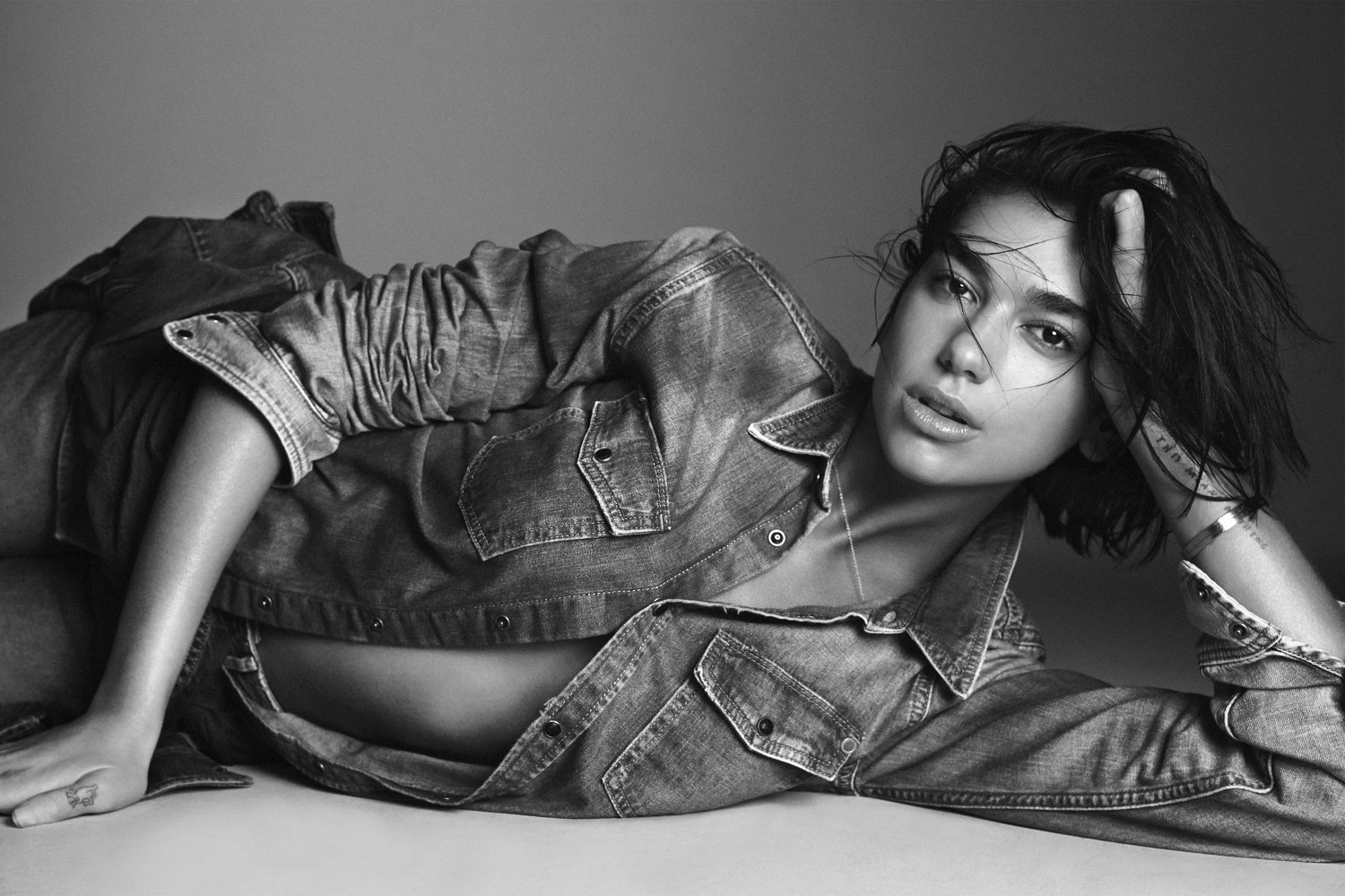Dua Lipa BlackWhite Wallpaper - Dua Lipa Net Worth, Pics, Wallpapers, Career and Biography