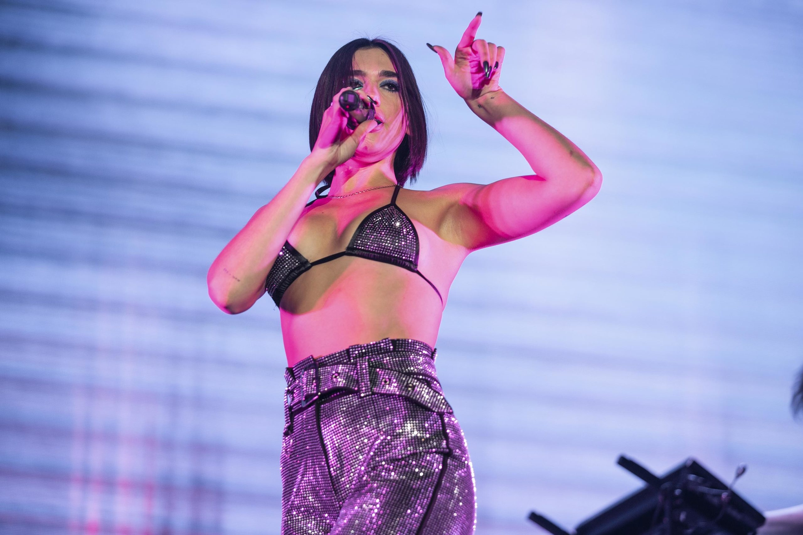 Dua Lipa Singing With Bra scaled - Dua Lipa Net Worth, Pics, Wallpapers, Career and Biography