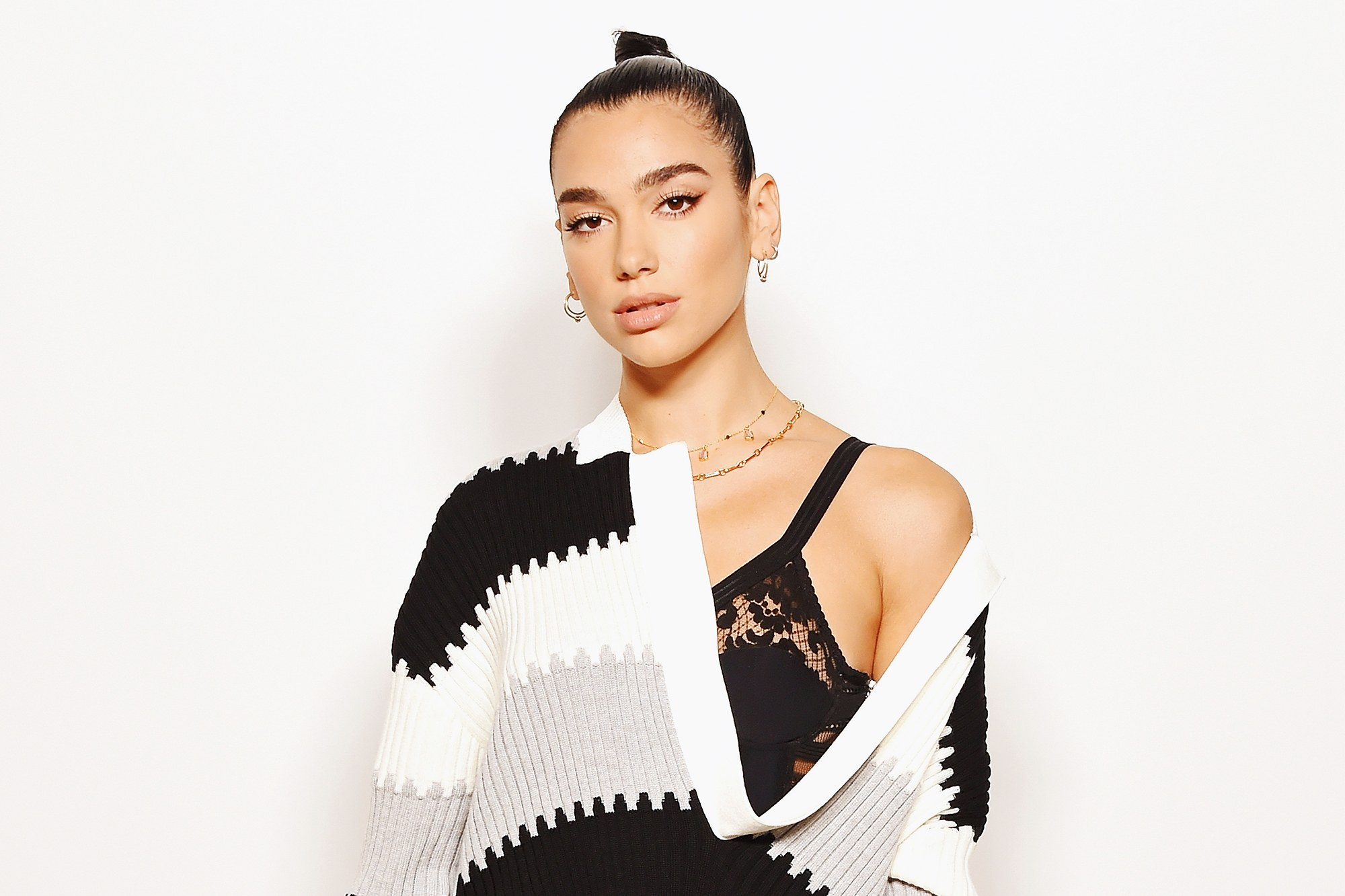 Hot Singer Dua Lipa - Dua Lipa Net Worth, Pics, Wallpapers, Career and Biography