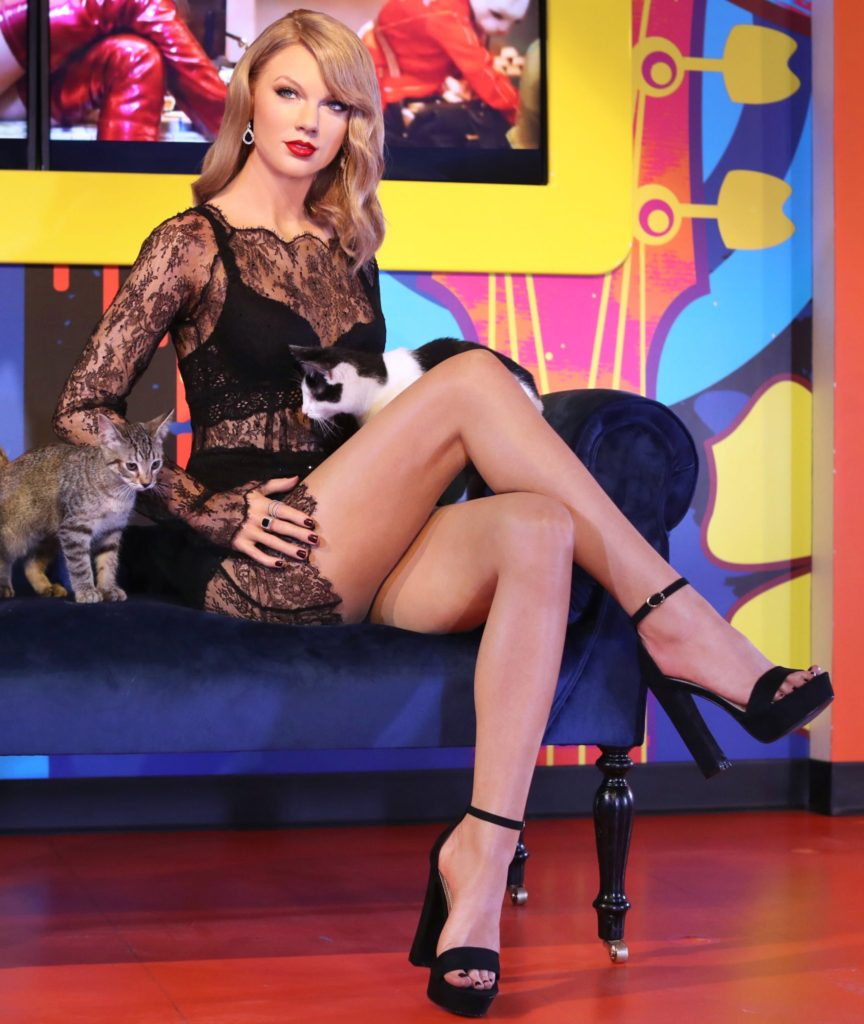 Taylor Swift Amazing Legs 864x1024 - Taylor Swift Amazing Legs