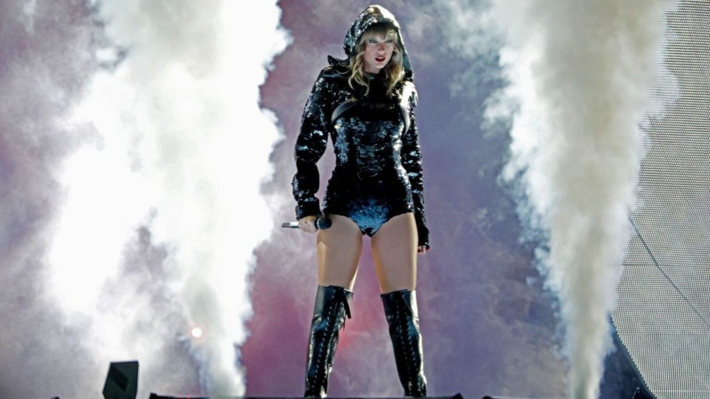 Taylor Swift Cool Concert Pic 1024x576 - Taylor Swift Cool Concert Pic