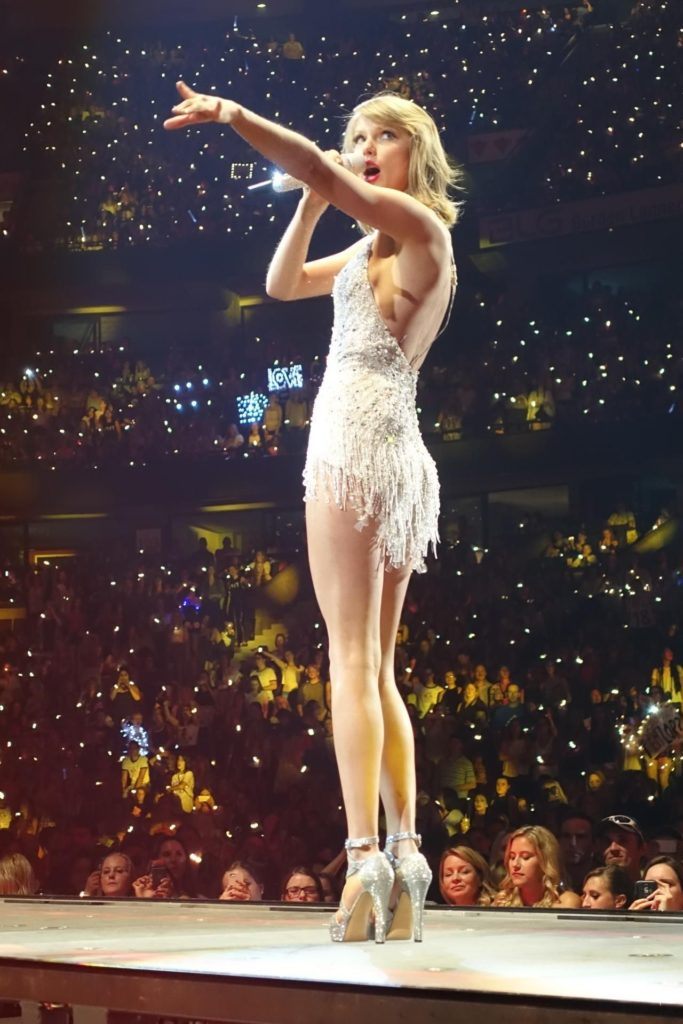 Taylor Swift Glamour Dress At Concert 683x1024 - Taylor Swift Net Worth, Pics, Wallpapers, Career and Biography