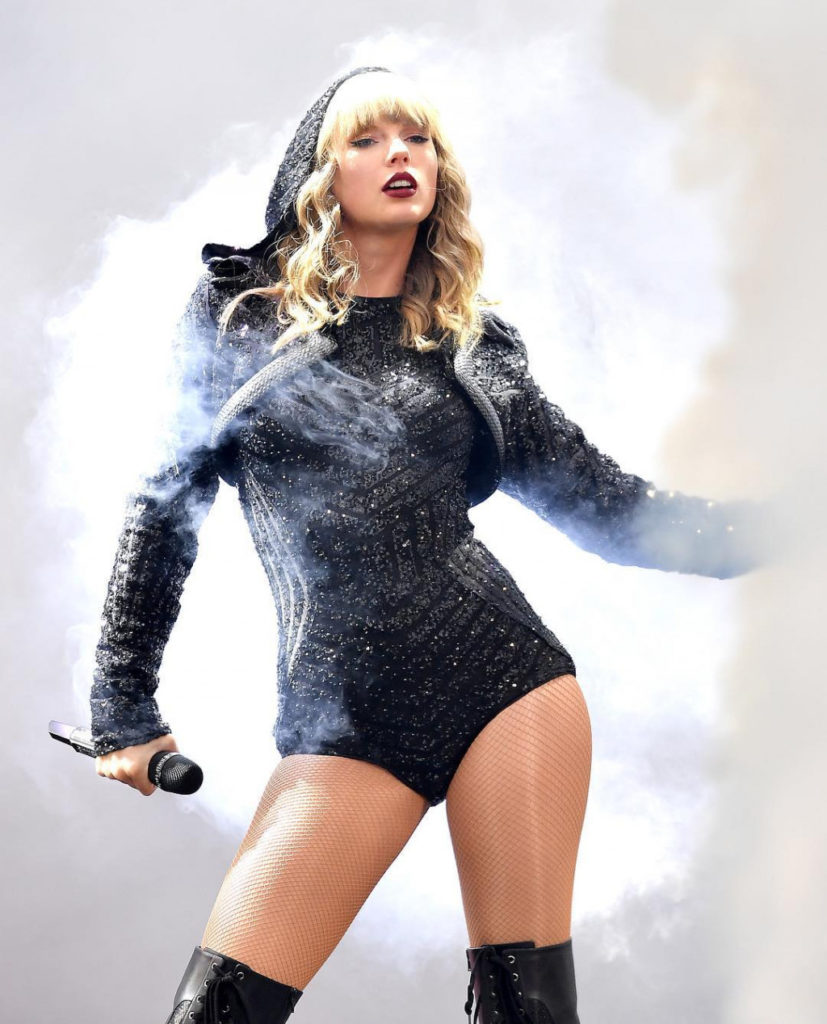 Taylor Swift Hot Concert Images 827x1024 - Taylor Swift Net Worth, Pics, Wallpapers, Career and Biography
