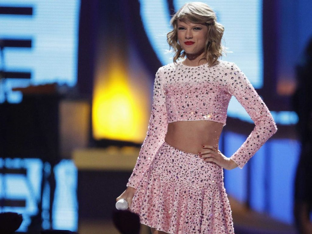 Taylor Swift Pink Dress 1024x768 - Taylor Swift Net Worth, Pics, Wallpapers, Career and Biography