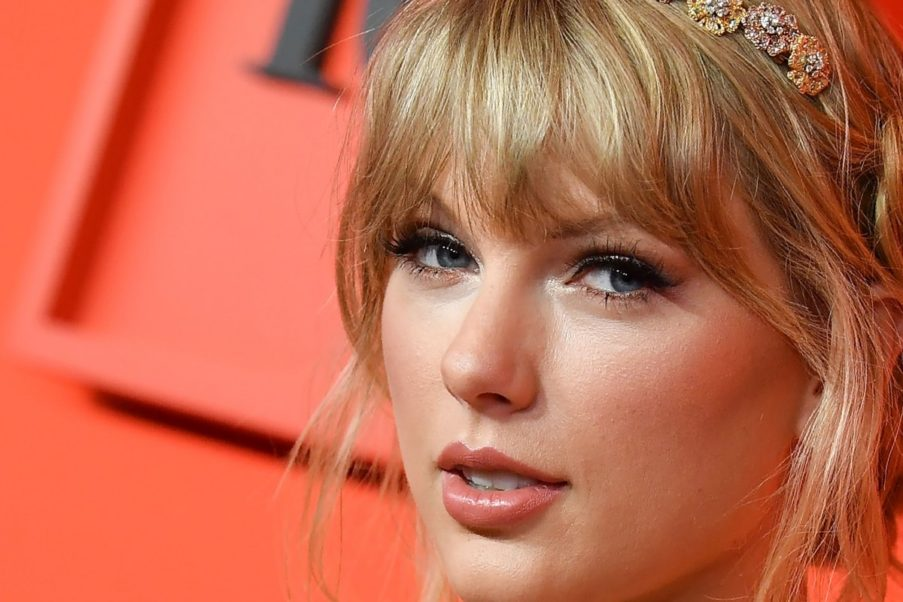 Beautiful Face Image Of Taylor Swift