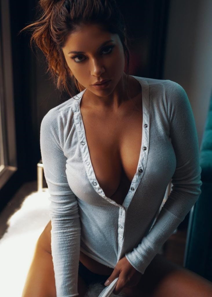 Arianny Celeste Hot Images 732x1024 - Arianny Celeste Net Worth, Pics, Wallpapers, Career and Biography