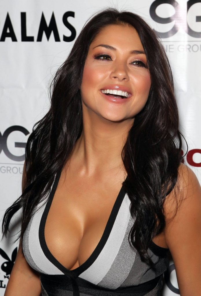 Arianny Celeste Hot Smiling Pics 695x1024 - Arianny Celeste Net Worth, Pics, Wallpapers, Career and Biography