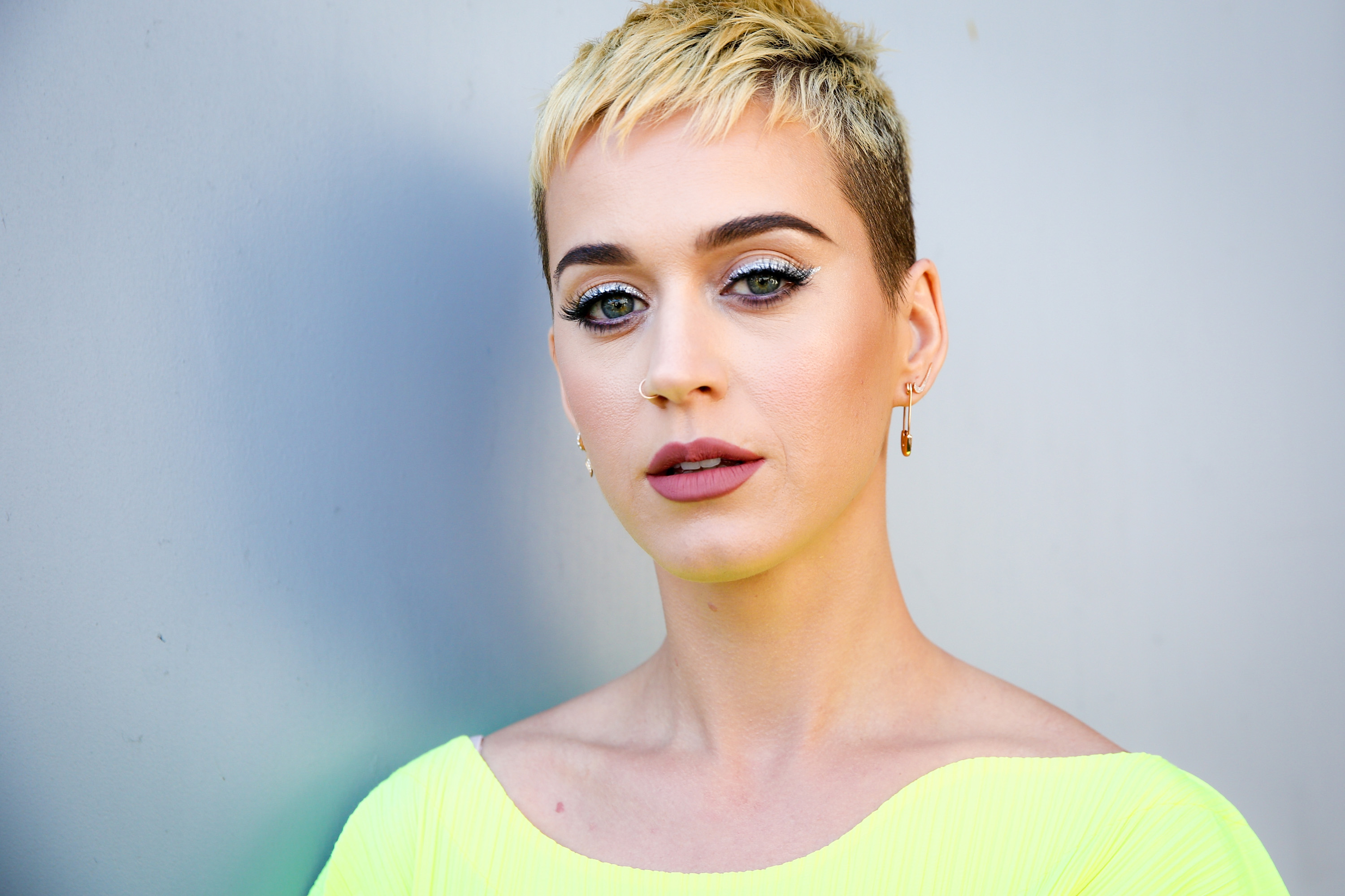 Hot Blonde Katy Perry Pics 1