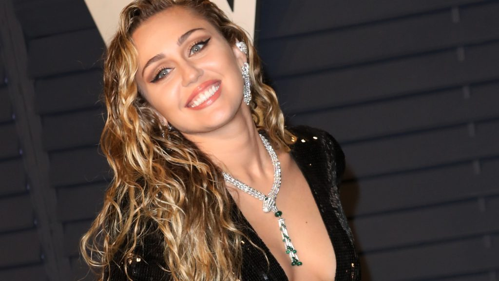 Blonde Singer Miley Cyrus Pics 1024x576 - Miley Cyrus Net Worth, Pics, Wallpapers, Career and Biography