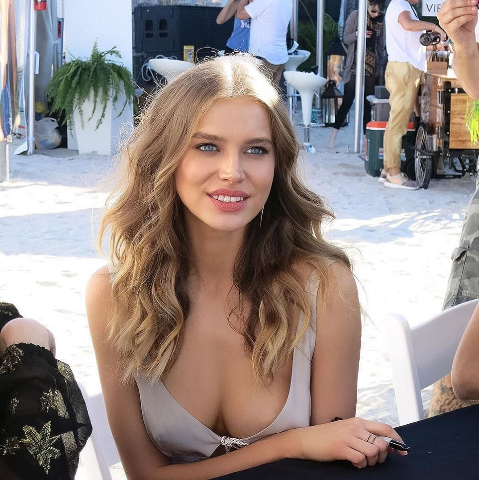 Glamour Model Tanya Mityushina Outdoors Pics - Tanya Mityushina Net Worth, Pics, Wallpapers, Career and Biograph