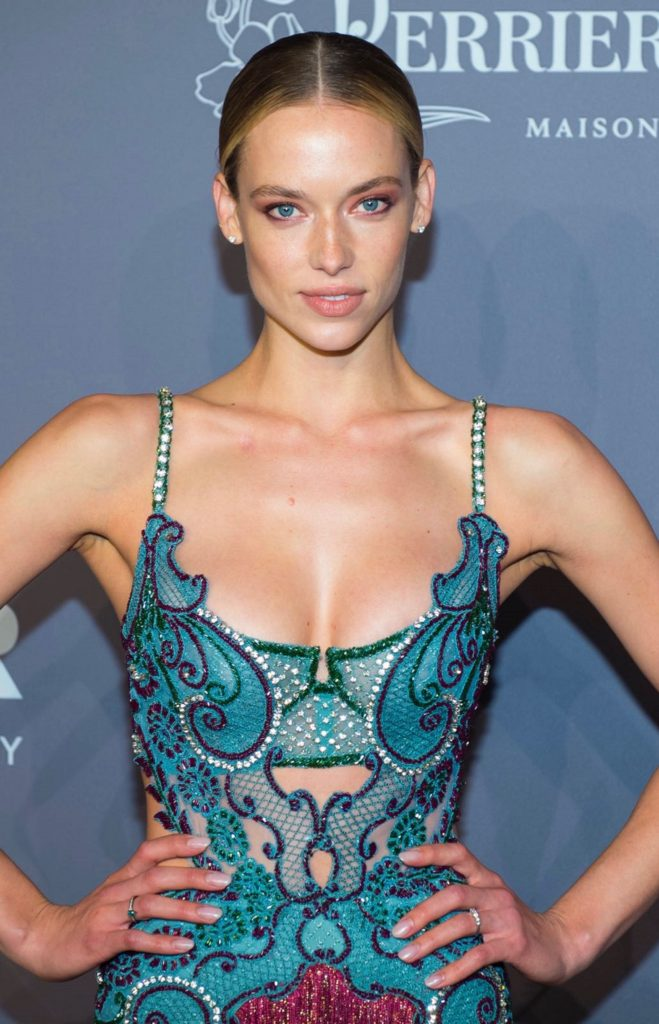 Hannah Ferguson Hot Blue Gala Dress 659x1024 - Hannah Ferguson Net Worth, Pics, Wallpapers, Career and Biography