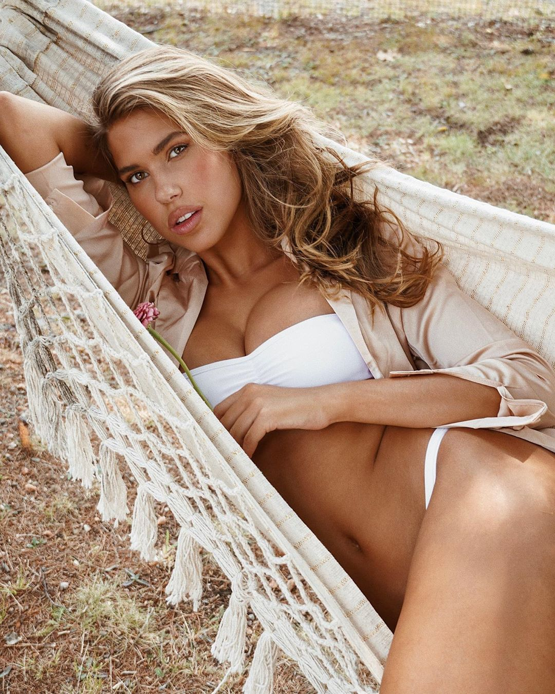 Hot Blonde Kara Del Toro Pose - Hot Blonde Kara Del Toro Pose
