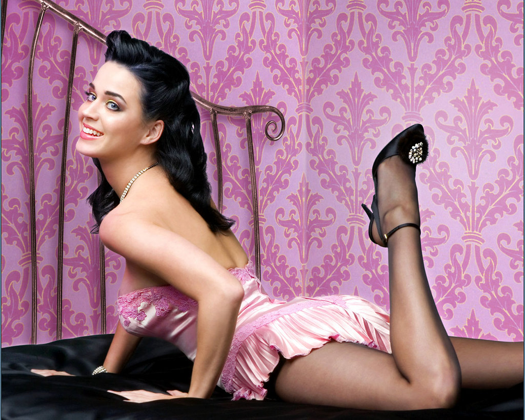Katy Perry Hot Pose Wallpapers - Katy Perry Net Worth, Pics, Wallpapers, Career and Biography