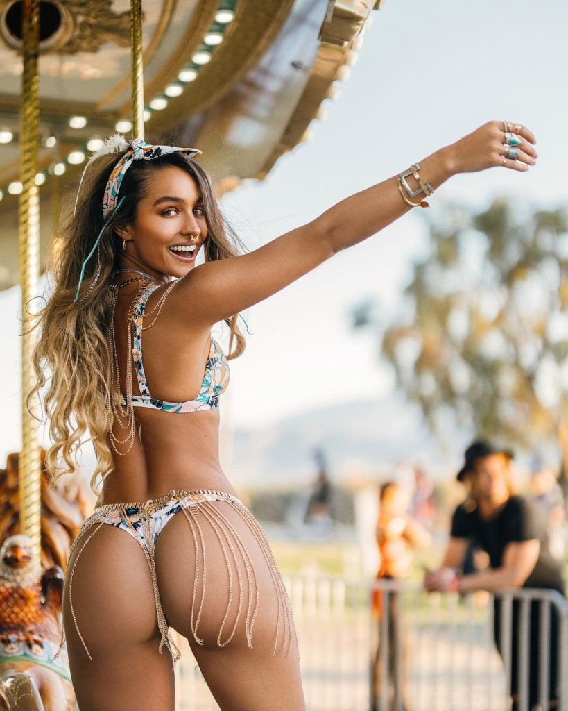 Sommer Ray Perfect Body 819x1024 - Sommer Ray Net Worth, Pics, Wallpapers, Career and Biography