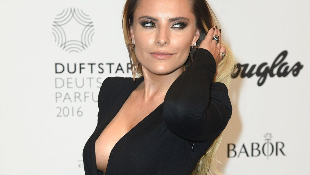 Sophia Thomalla Deep Revealing Dress 1024x579 - Sophia Thomalla Net Worth, Pics, Wallpapers, Career and Biograph