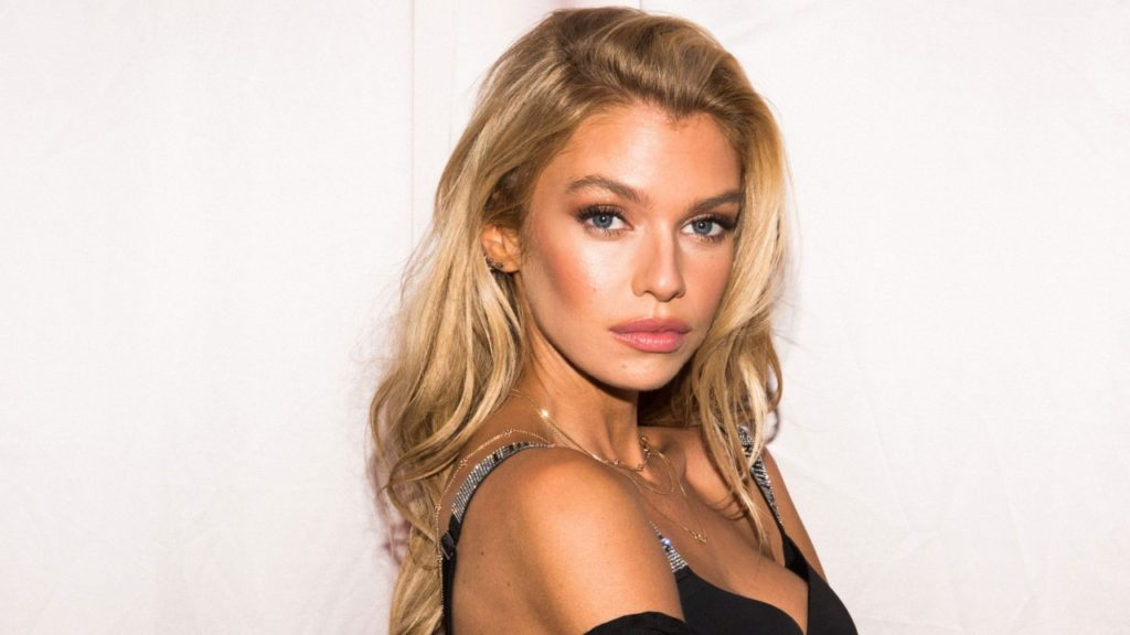Super Hot Blonde Model Stella Maxwell Wallpapers 1024x576 - Stella Maxwell Net Worth, Pics, Wallpapers, Career and Biograph