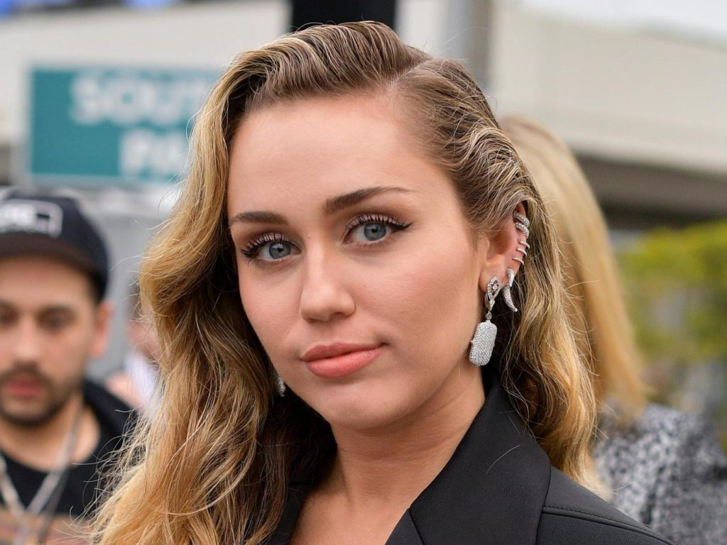 Sweet Miley Cyrus Pics 1024x768 - Miley Cyrus Net Worth, Pics, Wallpapers, Career and Biography