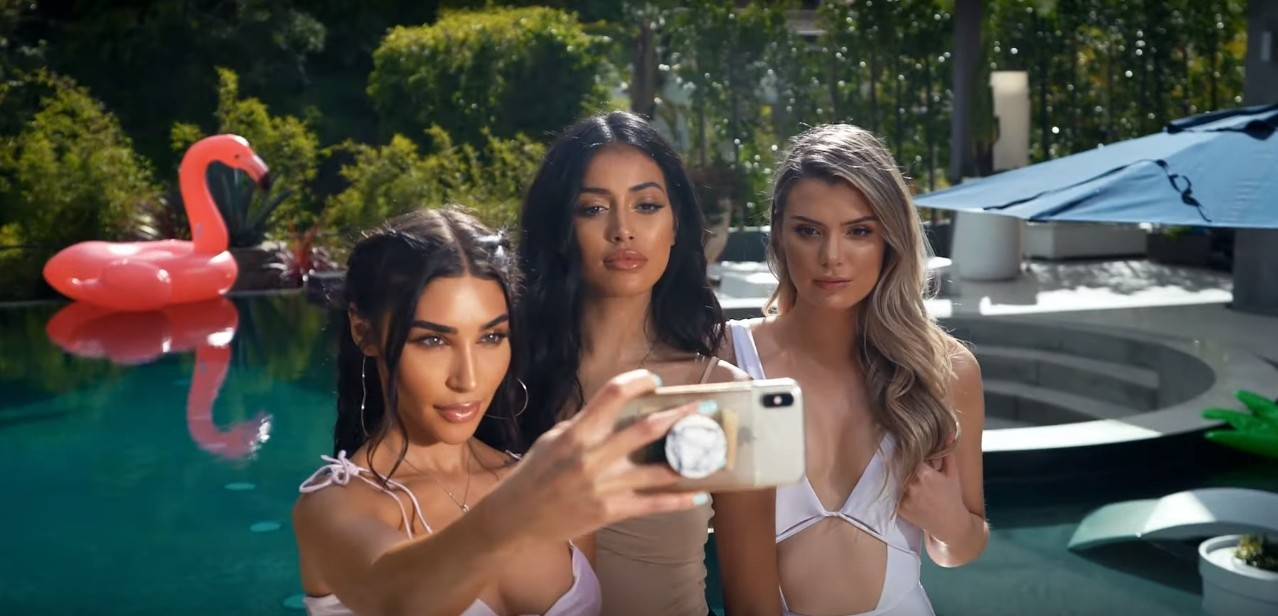 Chantel Jeffries With Models Selfie 1