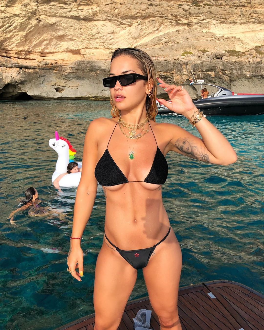 Rita Ora Hot Black Bikini Pose - Rita Ora Hot Black Bikini Pose