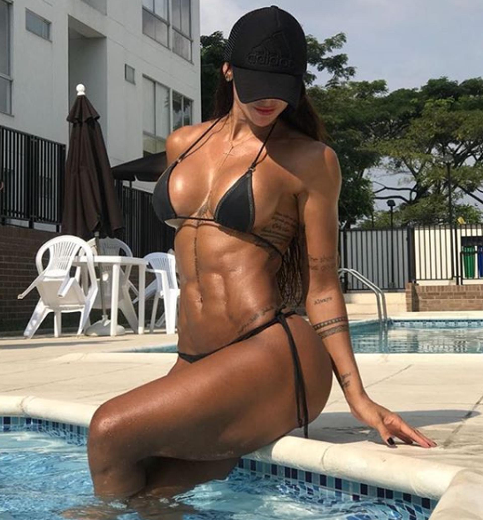 Sonia Isaza Hot Bikini Pool Pose - Sonia Isaza Hot Bikini Pool Pose