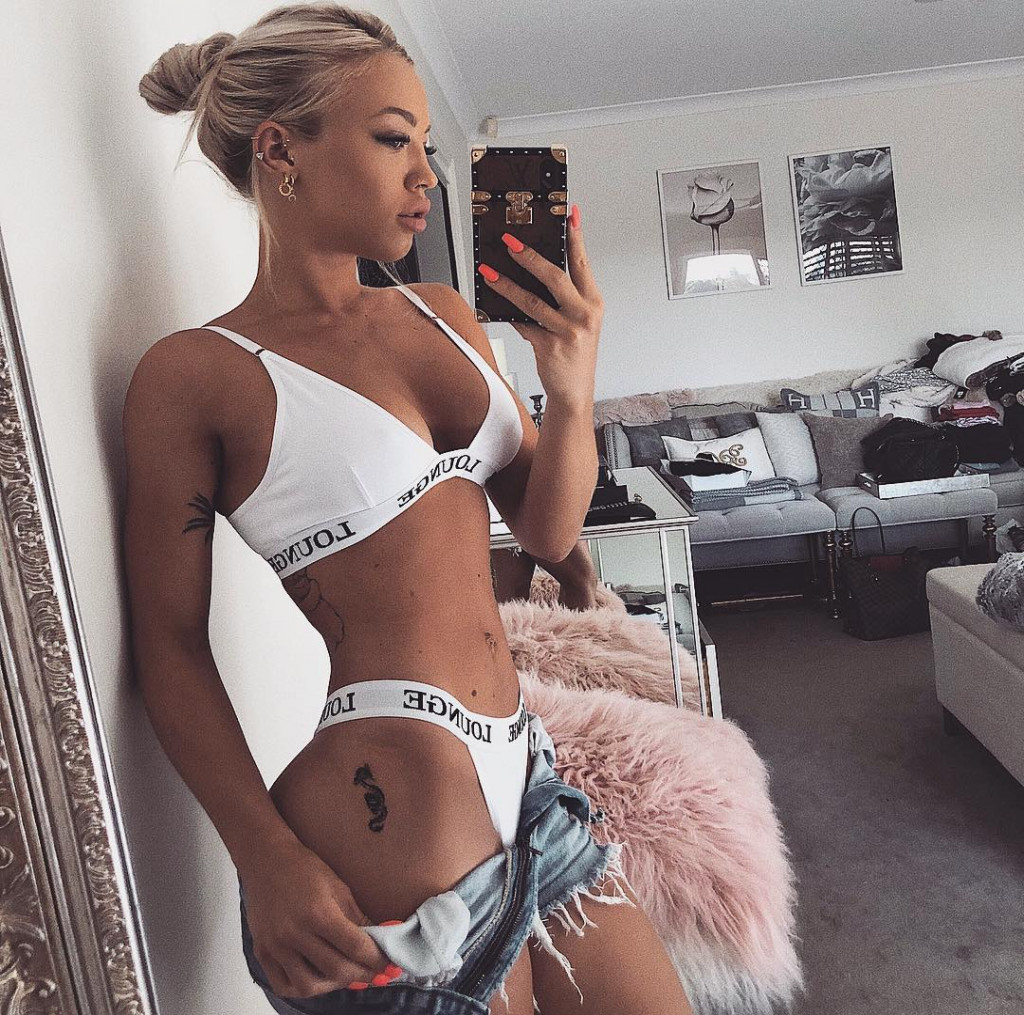 Tammy Hembrow Hot Underwears Selfie - Tammy Hembrow Net Worth, Pics, Wallpapers, Career and Biograph