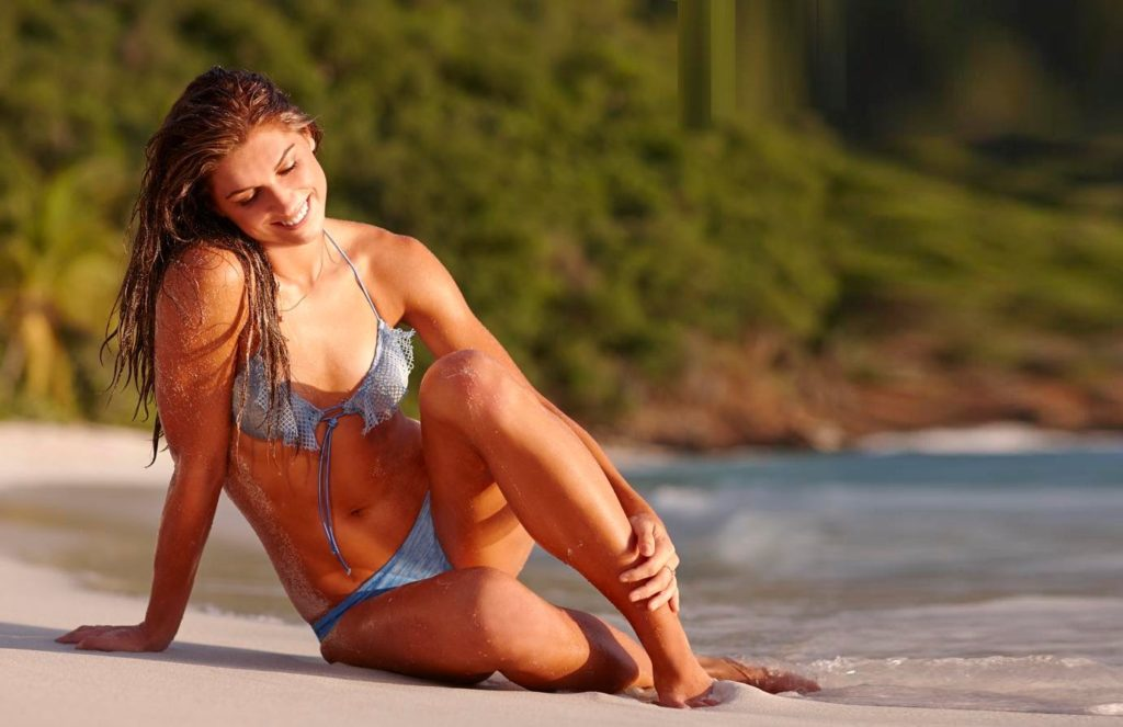 Alex Morgan Hot Bikini Pose 1024x663 - Alex Morgan Net Worth, Pics, Wallpapers, Career and Biography