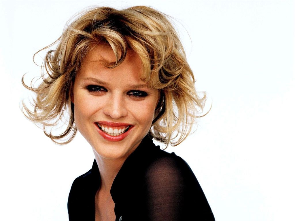 Eva Herzigova Smile - Eva Herzigova Net Worth, Pics, Wallpapers, Career and Biography